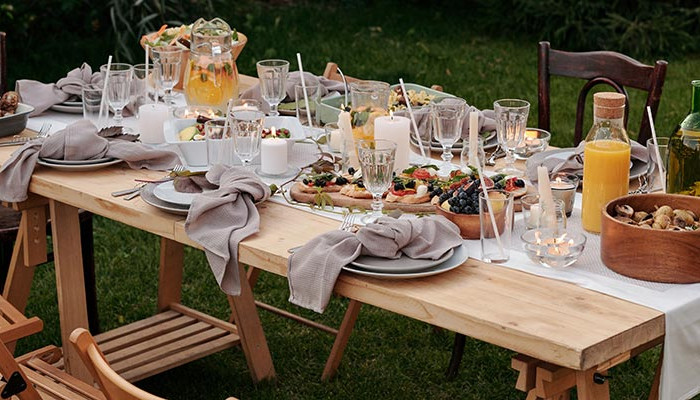 recorate outdoor table